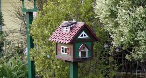 Vogelhäuser im Garten